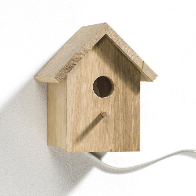 Wandlamp, vogelhuisje Fifi AM.PM. : prijs, mening en score, levering. Model als vogelhuisje, heel decoratieve wandlamp in natuurlijke stijl voor de kinderkamer. In massief eikenhout. Fitting E14, niet bijgeleverde lamp van 11W . B. 21 x D.16,5 x H.23,5 cm.