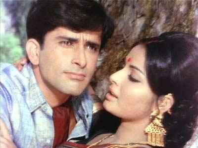 Shashi Kapoor with Rakhee in Sharmilee.
