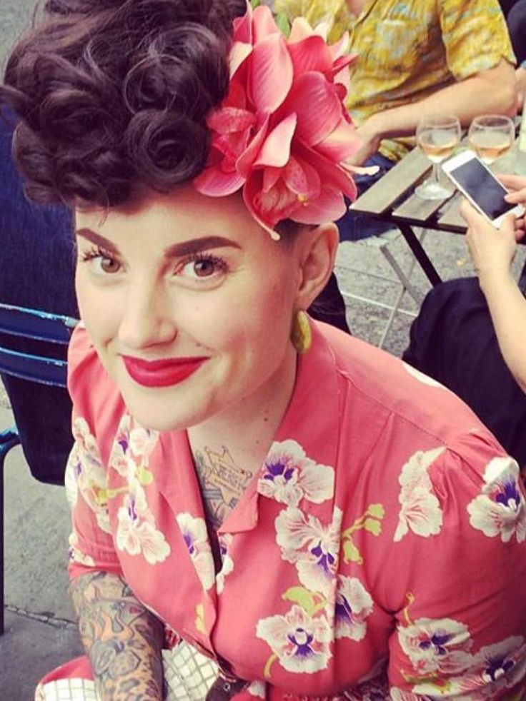 More Forties Inspired Flair: Rockabilly Flair. Love The Pink!