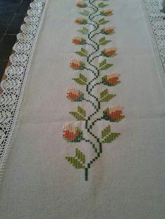Caminho de mesa com bordado em ponto reto