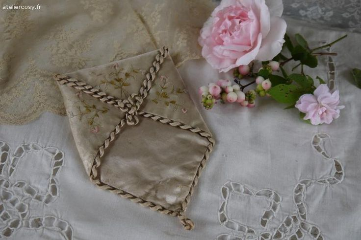 Ancienne pochette en soie Brocante de charme atelier cosy.fr