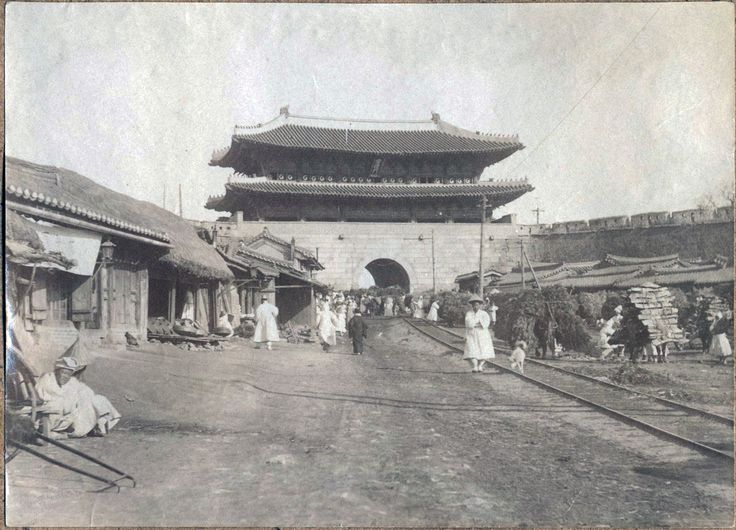 [Seoul cityview] 1904. Willard D. Straight/Early U.S.-Korea Diplomatic Relations, Cornell University Library. Namdaemun' (Great South Gate in Seoul) is shown here with the tramtrails, which was instituted as a public transportion system in May 1899. 'Namdaemun', one of the 4 main gates of the old city wall, was completed in 1398 and underwent major restoration in 1447 and again in 1997. It is designated as National Treasure #1, one of the most recognizable landmarks in Korea.