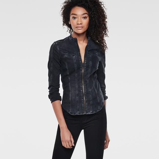 De coupe slim flatteuse, cette chemise acquiert un côté plus robuste et d'inspiration biker grâce col bas, aux poignets allongés et aux empiècements faço...