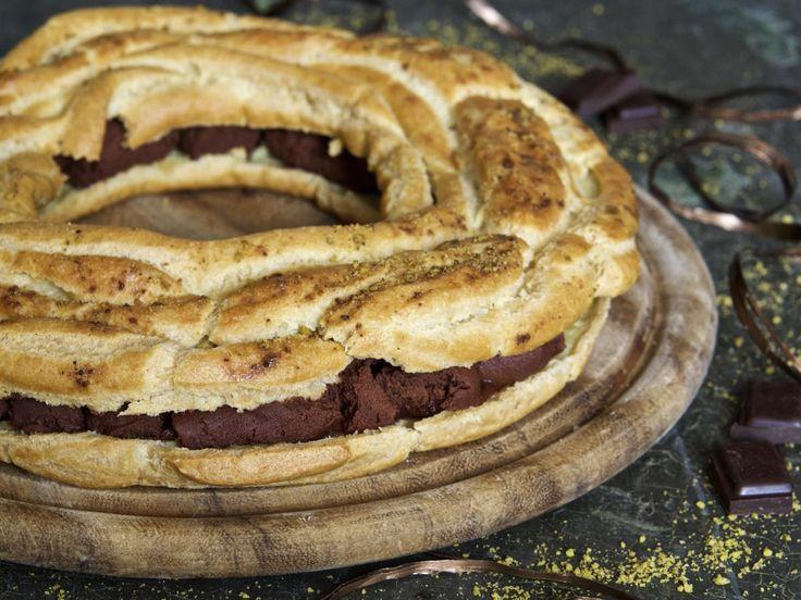 Corona di pasta choux al cioccolato fondente