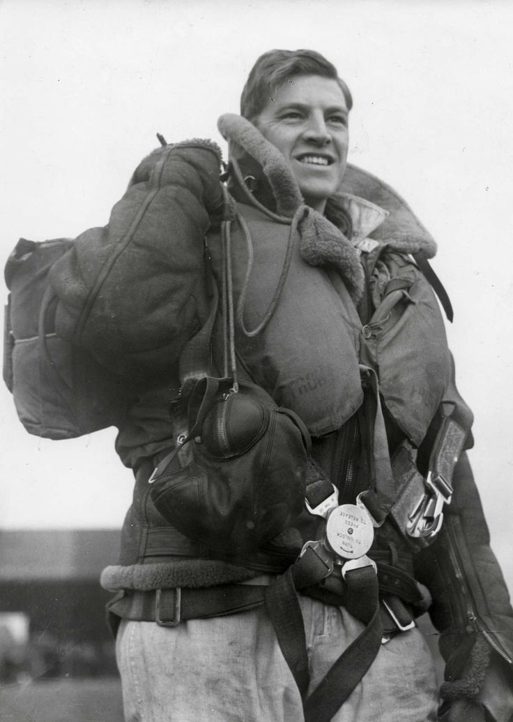 A Royal Air Force pilot shortly after landing following a raid on the continental coast a few weeks after the onset of WW2 in Sept 1939. Note the extremely bulky kit that includes leife vest and shearling leather jacket; the two together must be at least six kilos. And there's the parachute and the heavy boots. Generally, comfort was an unknown word among pilots of the time.