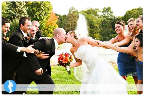 Cute wedding party photo-- And they have a fountain in the background!!!