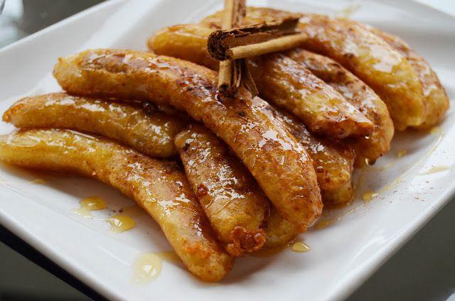 fun FOODIE fun: Plátano frito con miel/Honey banana fritters.