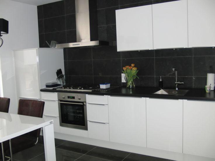 Wij zijn ontzettend goed en gastvrij geholpen met het uitzoeken en ontwerpen van onze nieuwe keuken. I-KOOK bedankt hiervoor. T. van Zoeren, Nijkerk