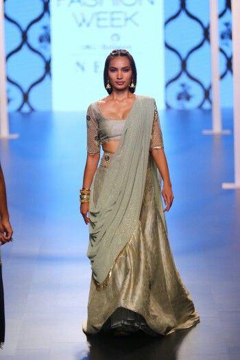9b79bf0efe1201 Lakme Fashion Week Summer Resort 2018 - Payal Singhal