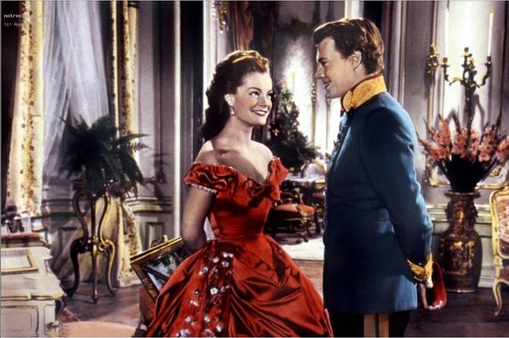 Sissi Je dois dire que cette robe là je ne l'ai jamais vue dans l films ;)