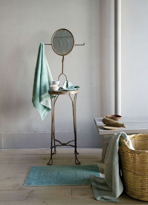 I really want a little table for the bathroom for candles and such! Just like this one.