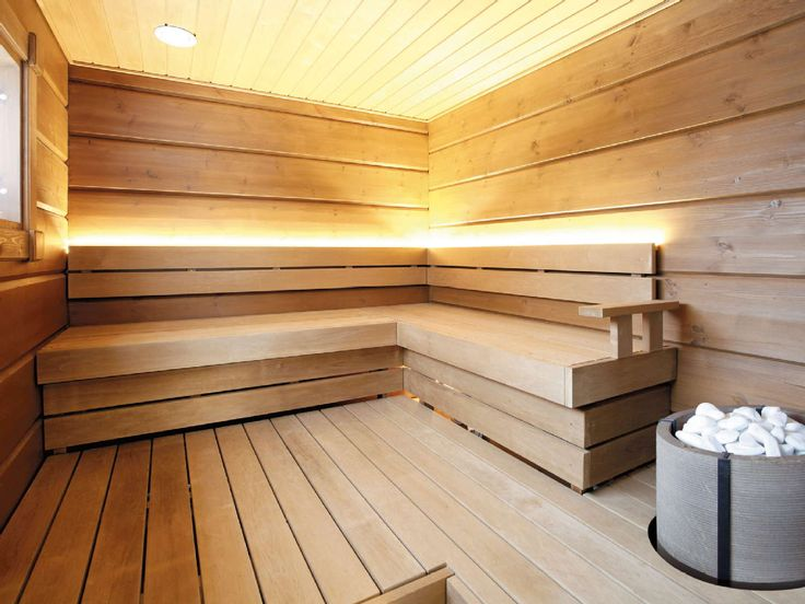 Pelkistetty, vuolukivinen takka täydentää tasapainoisen ja selkeän ilmeen moderniin saunatilaan. Klikkaa kuvaa, niin näet tarkemmat tiedot!
