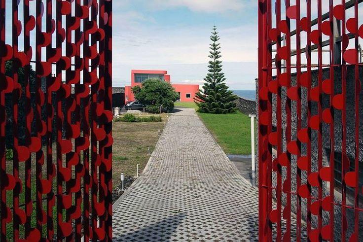 Красный дом на острове Сан-Мигель