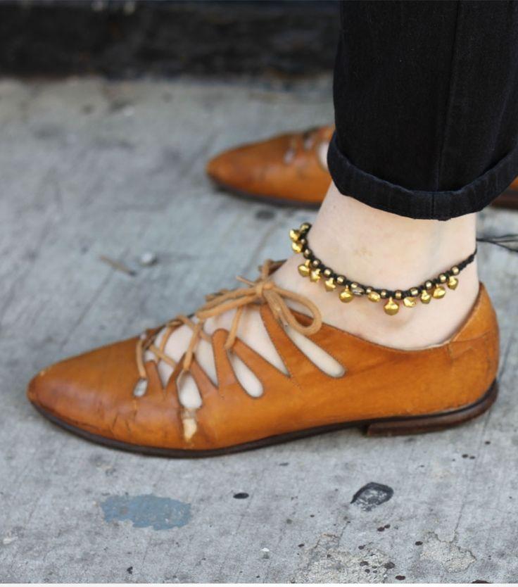 Nilkkakorut sopivat rannan lisäksi vaikka toimistoon. Cute anklet for an office appropriate style.