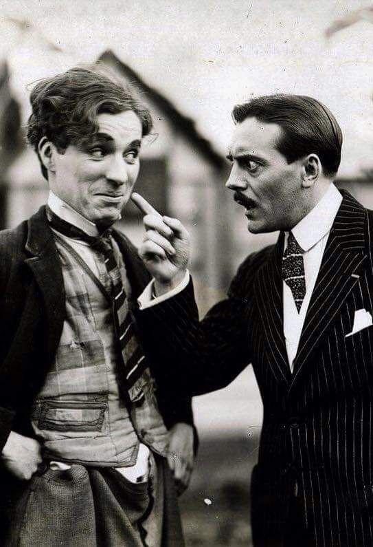Charlie Chaplin e Max Linder sul set di The Kid (Il Monello), 1921.