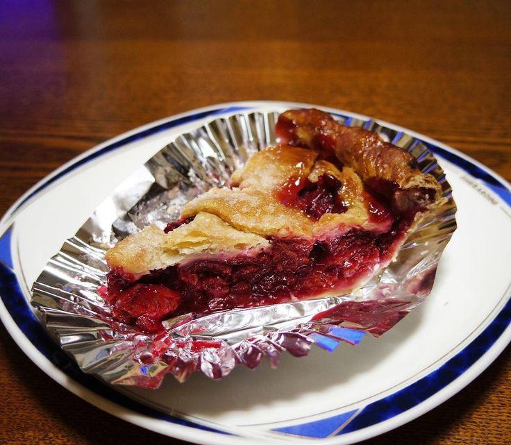 Bubbys michigan sour cherry pie バビーズでもうひとついかにもアメリカなチェリーパイ