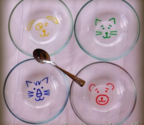 Des bols en verre avec des têtes d'animaux