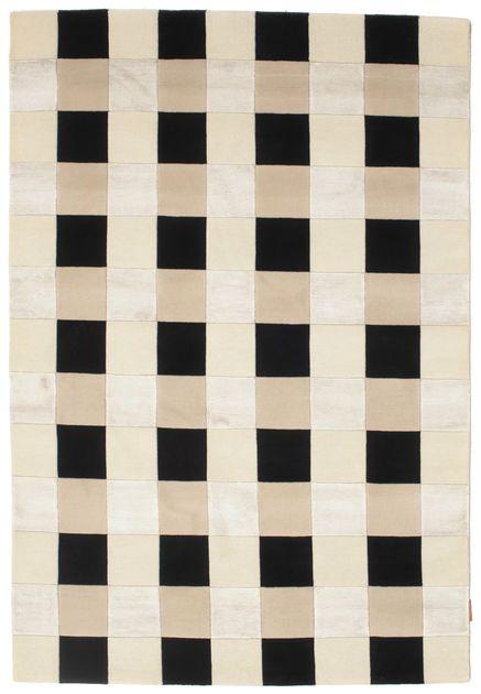 Ces tapis sont noués main dans des ateliers en Inde. Ils sont un peu plus grossiers avec des motifs modernes. Actuellement, ils portent souvent des couleurs pastel pour répondre à la demande occidentale. Cliquez ici pour en lire plus sur les tapis Indiens...