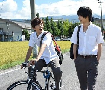 "[Trailer, long ver, Oct/14/15] https://www.youtube.com/watch?v=h3QXIv1xvNc&feature=youtu.be or [All trailers, Official site] http://www.orange-movie.com/news.html Kento Yamazaki x Tao Tsuchiya, J LA movie ""orange"", Release: 12/12/'15"