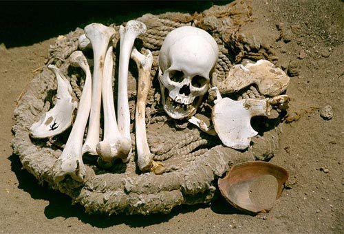 Tour dell'orrore: ecco i luoghi più spaventosi del mondo [FOTO]. Da Laghi ghiacciati colmi di #scheletri umani, a  isole abitate da #serpenti velenosi: dal #Brasile all'#India ecco il tour dell'horror!