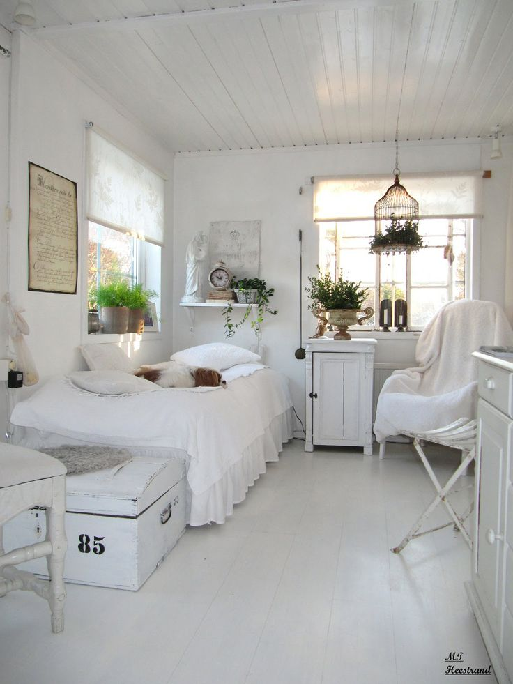 Guest bedroom white grey black chippy shabby chic - Habitaciones blancas ...