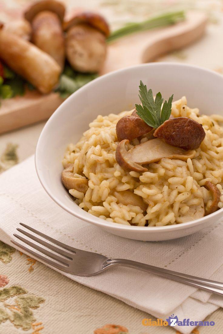 Il RISOTTO AI #FUNGHI PORCINI (risotto with porcini mushrooms) non manca mai nelle tavole autunnali di tutta Italia! #ricetta #GialloZafferano #italianfood #italianrecipe