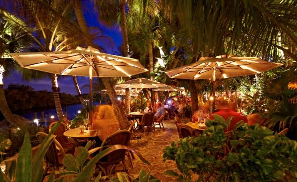 Guanabanas is a cool tropical bar and restaurant in Jupiter, Florida.   Get there early the place fills up quickly.