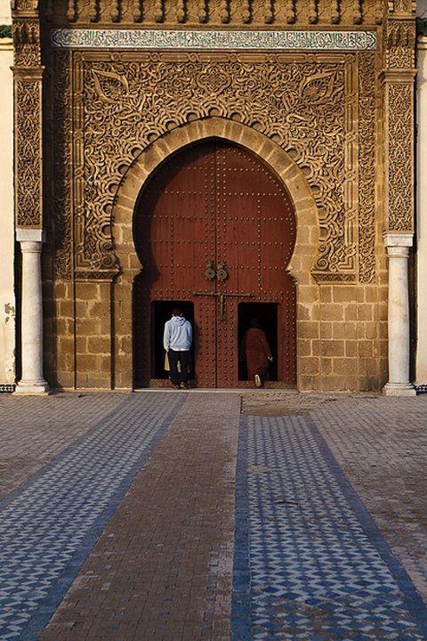 """""""アフリカで最も美しい門""""「マンスール門」 メクネス(Meknes) <モロッコ観光・旅行おすすめ見所>"""