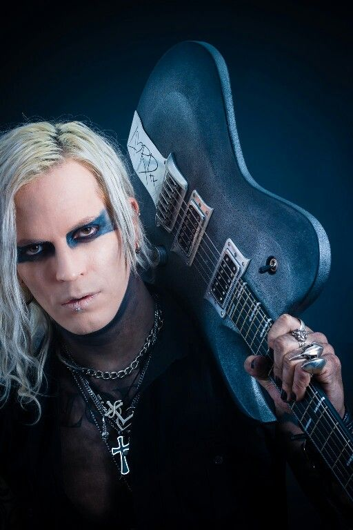 Chris Harms mit seiner Gitarre ☺