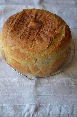 De departe cred ca aceasta e cea mai buna si mai pufoasa paine de casa pe care am facut-o pana acum. Cu o coaja subtire si c...