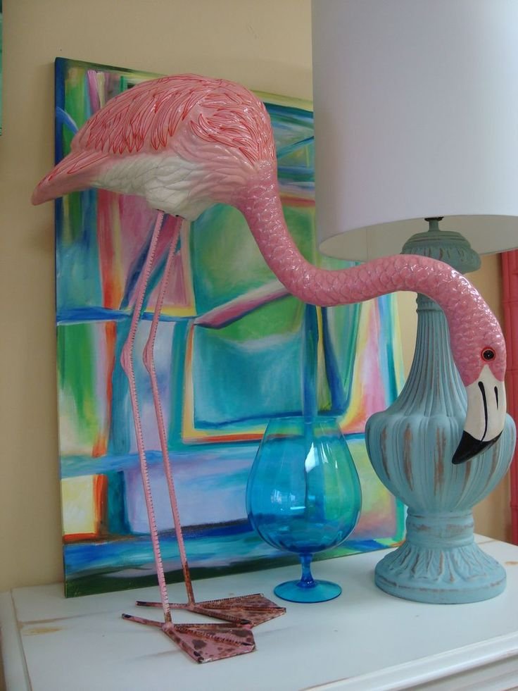 This vintage paper mache flamingo is signed by a mexican for Flamingo dekoration