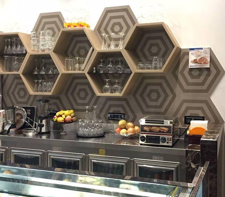 #Avola ha il centro storico #esagonale la forma ricorda un alveare dove abitano e lavorano api operaie oggi vogliamo omaggiare la nostra città con questo elegante e creativo lavoro! Be different!  #CeramicheVaccarisi ad #Avola in via #Siracusa 88 http://ift.tt/2hbGm18 - #arredamento #cucina #bar #ristorante #wineBar #design #interiordesign #home #inspiration #colours #ceramiche #decoration #interior  #Sicilia #Noto #Ragusa #IgersRg #IgersSr #Sicily #igers #picoftheday