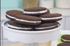 Ricetta Biscotti Oreo fatti in casa: i famosi biscotti al cioccolato fatti in casa..