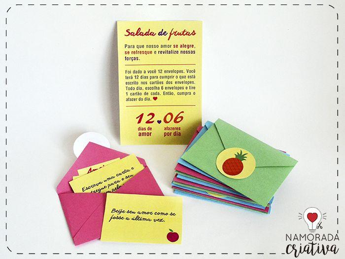 """Você sabia que frutas têm tudo a ver com o seu relacionamento? Sim, cada uma delas tem um significado que pode ser muito bem comparado a nossa convivência com mozão ♥Pensando nisso, trago essa brincadeira linda pro Dia dos Namorados. São 12 envelopes. Cada envelope simboliza 1 fruta. Dentro de cada envelope tem 6 cartões. Nesses cartões terão os """"afazeres do dia"""", que o mozão vai ter que cumprir. Cada dia seu amor deve escolher 6 envelopes e tirar 1 cartão de cada. Ou seja: 12 dias de…"""