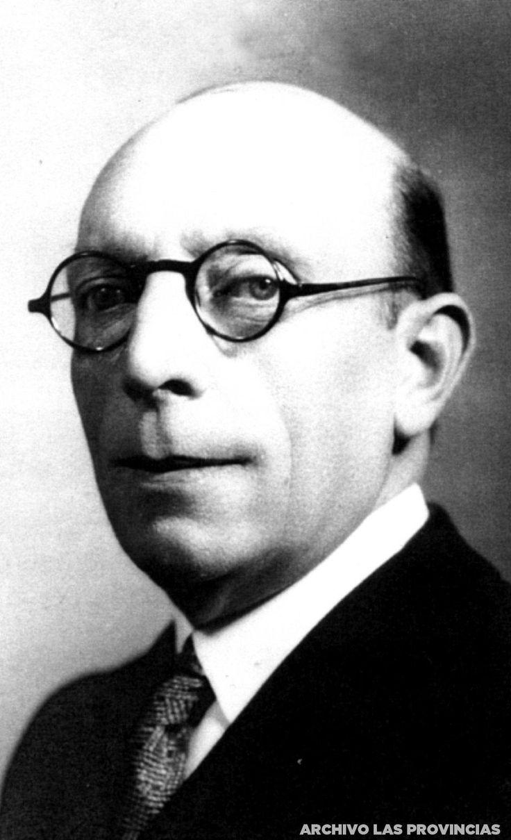 Ricardo Samper es elegido presidente de gobierno de la II República española. Era miembro del Partido Republicano Radical de Alejandro Lerroux. Había sido diputado en Cortes y ministro tres veces d…