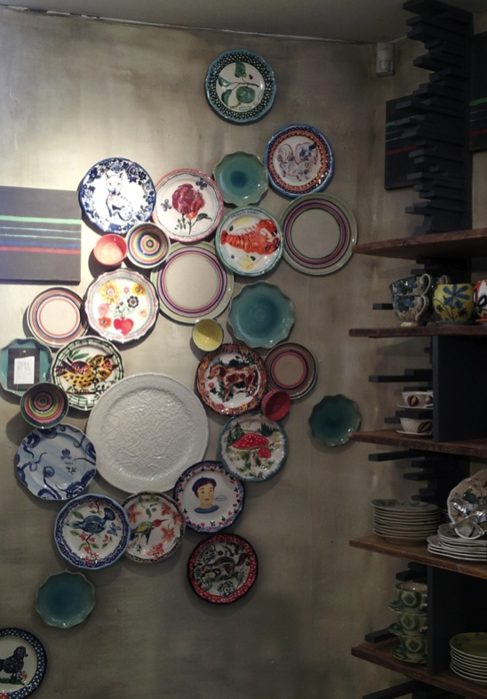 25 best ideas about plate display on pinterest plate wall decor dining plates and plate wall. Black Bedroom Furniture Sets. Home Design Ideas