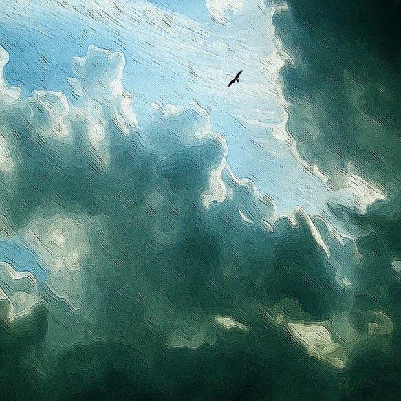 大空に一羽の鳥。雲間からさす光。オリジナルのデジタル画です。2Lサイズ(127×178mm)厚手の最高級写真用紙に印刷致します。四方余白がある為、...|ハンドメイド、手作り、手仕事品の通販・販売・購入ならCreema。