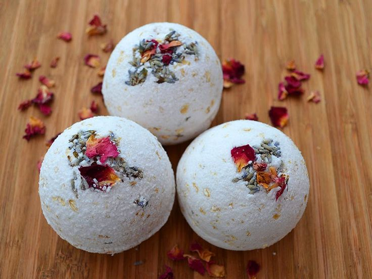 Lovely Greens | The Beauty of Country Living: How to make Natural Rose, Lavender, & Oatmeal Bath Bombs