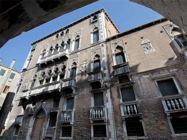 4 beds apartment renovated by a Milan based design group, CULTI; Palazzo Molin del Cuoridoro, San Marco,  Asking Euro 2.7m (2016)