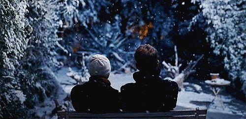 Myślisz, że miłość jest wtedy, gdy dostajesz bukiet róż i możesz je wąchać? – Nie, miłość jest wtedy, gdy ktoś opowiada ci przez cały dzień o oponach zimowych, a ty słuchasz