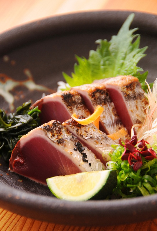 """Katsuo no Tataki, Medium-rare Bonito Slices: """"Tataki-style"""" is a traditional Japanese method for cooking a meat or fish fillet so that the outside is quickly seared and the inside left quite rare. カツオのタタキ"""