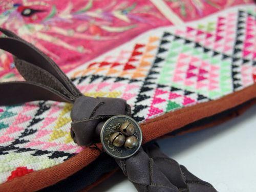【楽天市場】【送料無料】チャイナモン族アンティークバッグ 447 モン族の手刺繍が素晴らしい「ねんねこ」をリメイクしたバッグです。希少な状態のよいアンティーク布を使った一点もの トートバッグ ショルダーバッグ 少数民族の手仕事:アジア雑貨店ワルンチャンプール