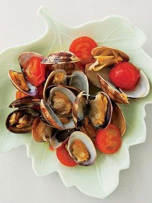 あさりのウィスキー蒸し  http://www.elle.co.jp/atable/cooking/recipe/1312