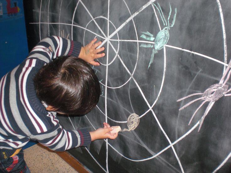 Pootjes van de spin zelf tekenen!(LaLaLien)