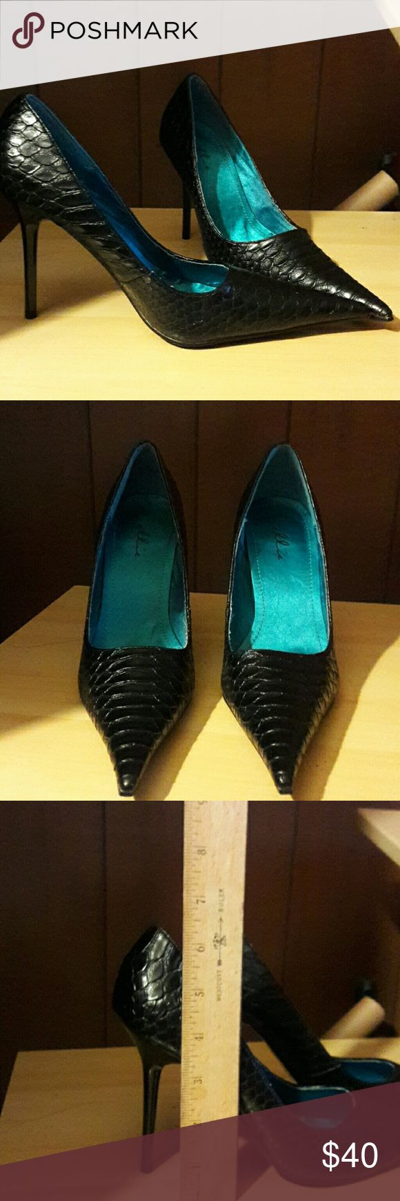 Shoes Black pointy toe high heal shoes. Man made materials. Size 7. Brand new in box never worn. Snake skin look with teal interior. Elle Shoes Heels