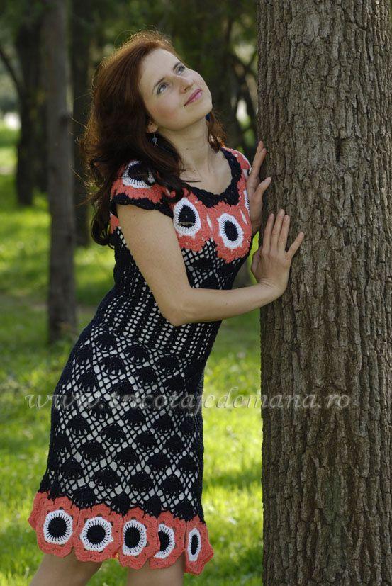 Beautiful crochet dress. http://www.tricotajedemana.ro/produse-tricotaj-rochii-9.html Orders: tttextile@yahoo.com