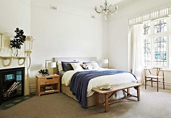 Australian federation house, Main bedroom; cornices, vents and picture rails. Nice OFP