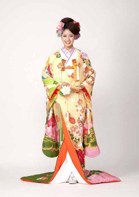 見る方向での色が様々に違うグラデーション仕様な一着 ♡花嫁衣装 色打掛 黄色の参考一覧♡