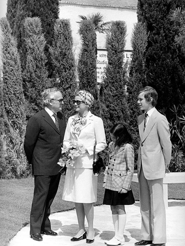Rainier III, Prince of Monaco (1923-2005) and Grace Kelly (1929-1982) with their children Albert II (1958-) and Stéphanie de Monaco (1965-). Ca. 1975. (Photo by Maurice Zalewski/Corbis via Getty Images)