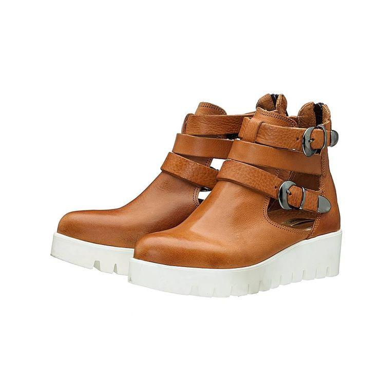 MENTA 1 !! Ανοιξιάτικα ankle boots σε ταμπά χρώμα, με ανοίγματα στο πλάι για τις στυλάτες εμφανίσεις σας !!